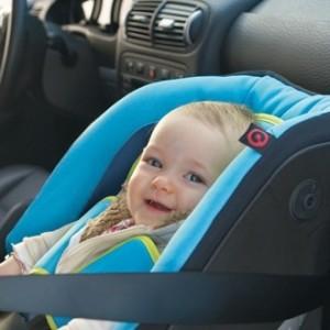 Le Belge attache très mal ses enfants en voiture
