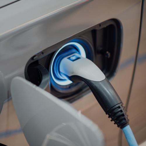 Assurer une voiture électrique : à quoi faut-il faire attention ?